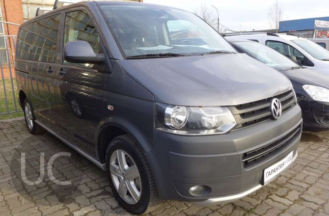 подержанный авто Volkswagen Multivan 2011 года