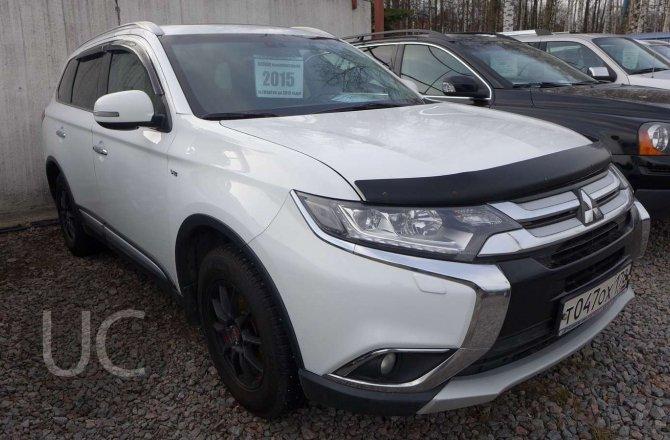 подержанный авто Mitsubishi Outlander 2015 года