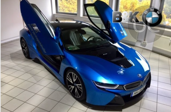 подержанный авто BMW i8 2014 года