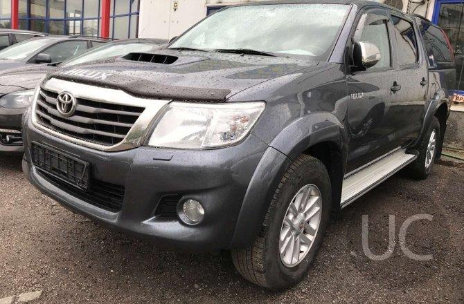 подержанный авто Toyota Hilux 2012 года