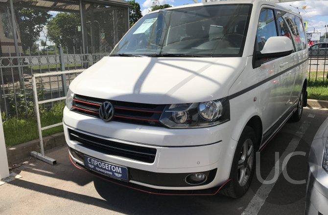 подержанный авто Volkswagen Multivan 2013 года