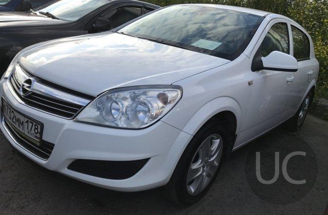 подержанный авто Opel Astra 2012 года