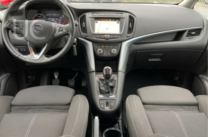 купить б/у автомобиль Opel Zafira 2017 года