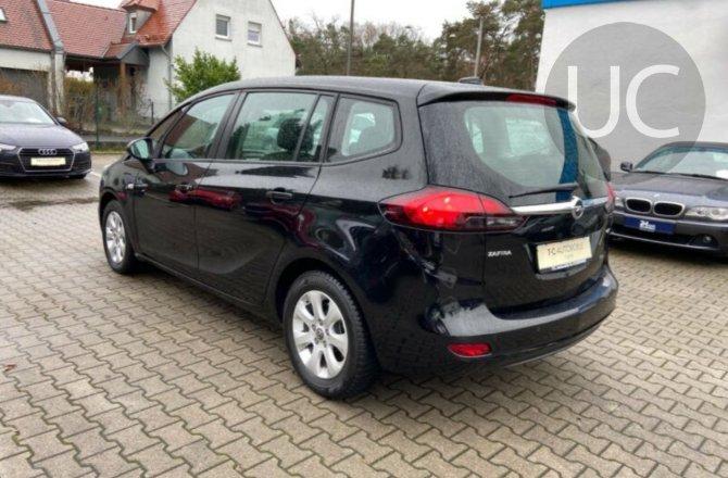 подержанный авто Opel Zafira 2017 года