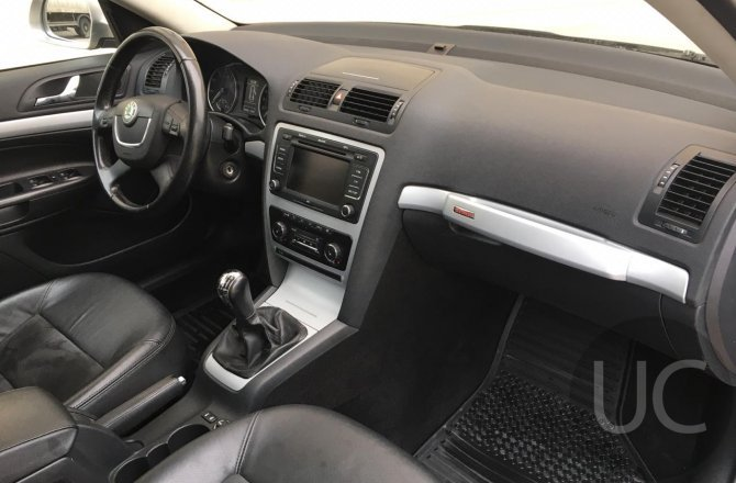купить б/у автомобиль Skoda Octavia 2010 года