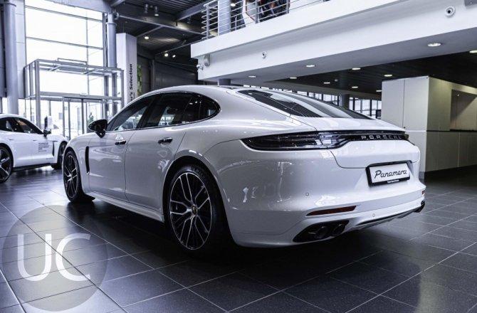 подержанный авто Porsche Panamera 2020 года