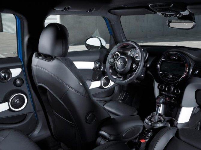 0017-New-Mini-Cooper-5-door-photo-gallery-and-specifications.jpg
