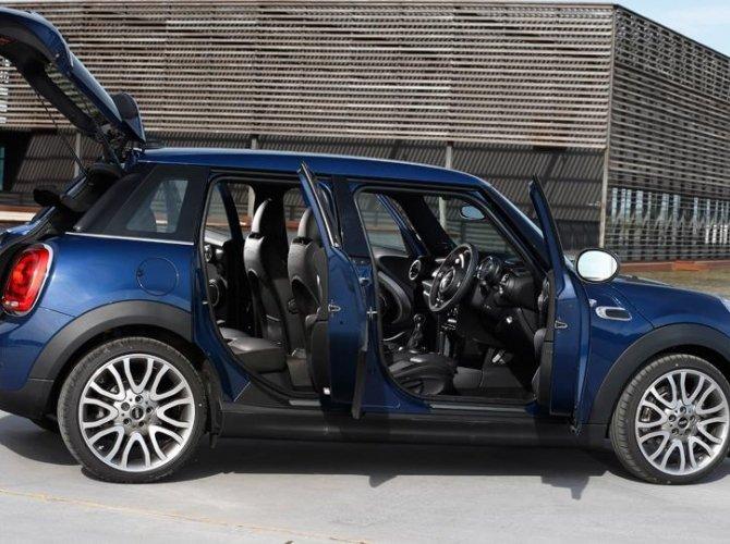 0015-New-Mini-Cooper-5-door-photo-gallery-and-specifications.jpg
