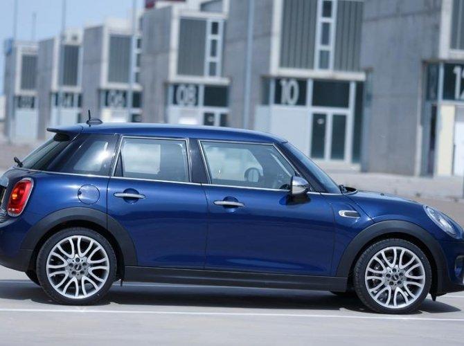 0011-New-Mini-Cooper-5-door-photo-gallery-and-specifications.jpg