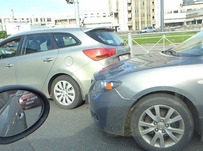 ДТП на Кантемировской площади