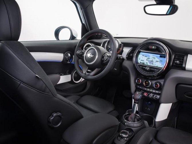 0004-New-Mini-5-door-photo-gallery-and-specifications.jpg