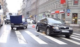 Неудачное маневрирование на Большом проспекте Петроградской стороны привело к ДТП