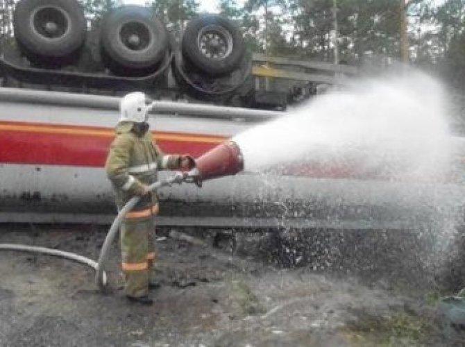 Опрокинулся бензовоз