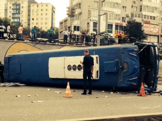 Автобус опрокинулся в Владивостоке1.jpg