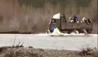 Российская автомобильная техника в действии - предоление невозможного!