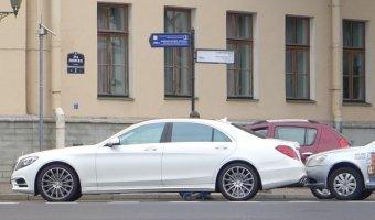 Пинг-понг на набережной Шмидта: подающий - Daewoo Nexia, принимающий - Mercedes-Benz