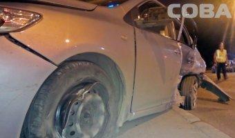 Оба водителя, участника ДТП в Екатеринбурге попали в больницу в тяжелом состоянии