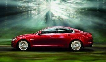 При покупке Jaguar XF и Jaguar XJ с интуитивной системой полного привода клиенты Авто АЛЕА получают зимние шины и колеса в сборе за счет автосалона