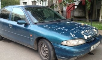 Редкая форма тюнинга капота легкового автомобиля - морскими ракушками!