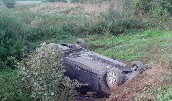 В Костромской области Renault Fluence слетел с дороги и несколько раз перевернулся