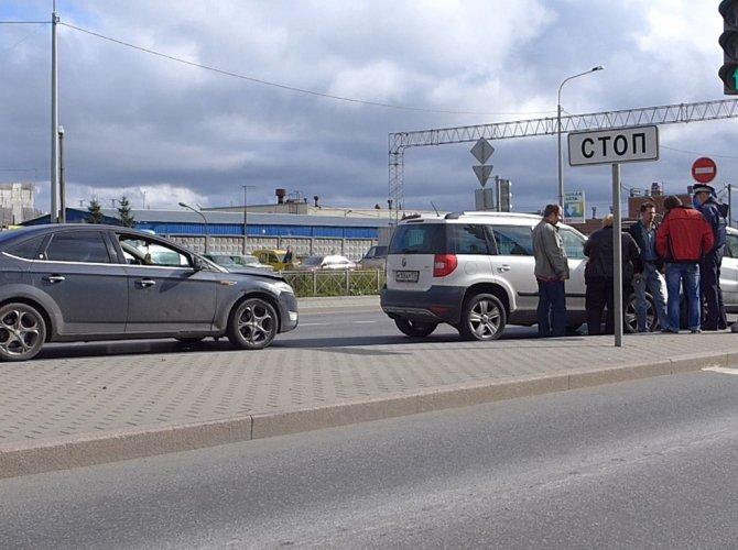 ДТП с тремя авто на Суздальском проспекте