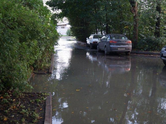 Прорыв воды в Невском районе
