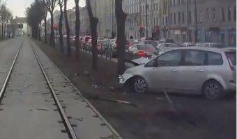 ДТП на трамвайных путях