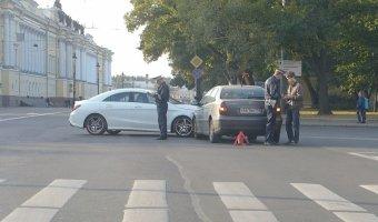 """""""Женская"""" авария на Исаакиевской площади"""
