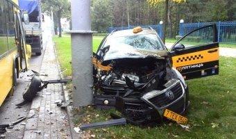 Заснувший за рулем таксист устроил тяжелое ДТП с рейсовым автобусом