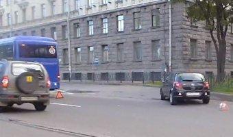 Еще одна утренняя авария на Ушаковской развязке с участием автобуса.