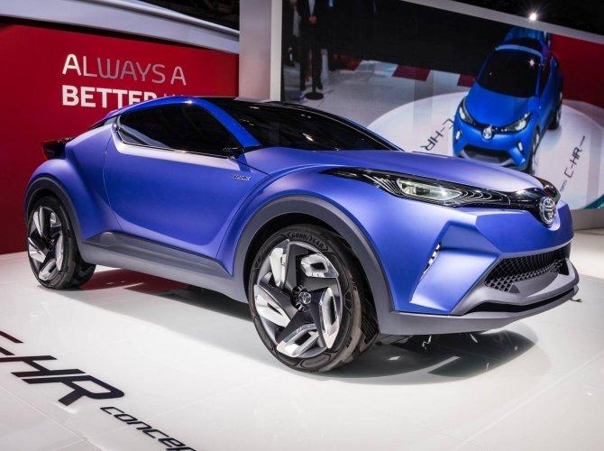 Toyota_Paris_ CH-R.jpg