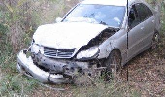 Сильное столкновение автомобилей Mercedes-Benz и Volkswagen в Краснодарском крае