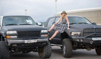 Красочный авто-мото фестиваль прошел в Сочи на паркинге керлинг-центра «Ледяной куб»