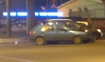Две иномарки навалились друг на друга на пересечении Политехнической и Новороссийской улицы