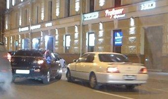 Праворульная Toyota Mark врезался в Mazda 3 на Литейном проспекте