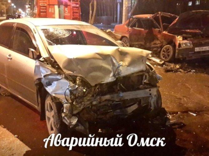 ДТП в Омске - столкновение двух автомобилей