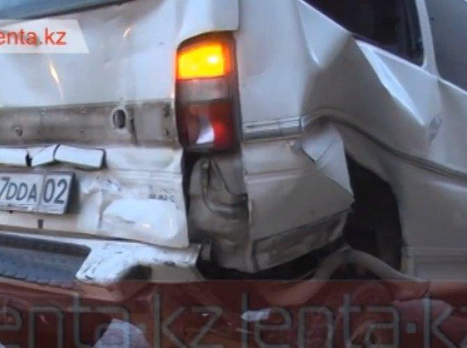 ДТП в Алматы - наезд на препятствие