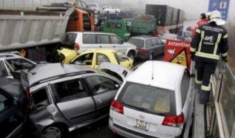 Автомобили столкнулись на Ленинском проспекте в Москве