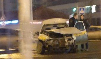 Машина быстрого реагирования охранного предприятия разбилась на проспекте Просвещения в Санкт-Петербурге