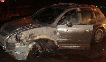 В Перми пьяный водитель опрокинул машину скорой помощи и скрылся с места аварии