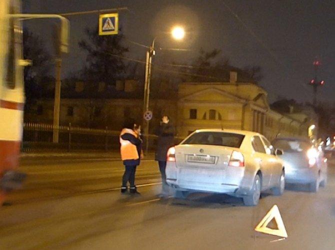 ДТП на трамвайных путях на улице Академика Лебедева