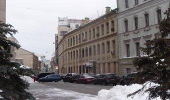 В Москве водитель без прав зацепил 9-летнюю внучку Караченцова на пешеходном переходе в Леонтьевском переулке