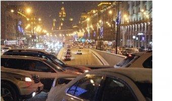 Москва стоит в пробках