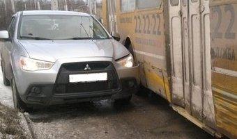 Неудачный маневр выезда на главную дорогу в Великом Новгороде