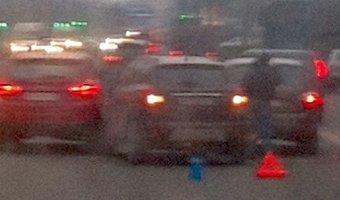 ДТП на проспекте Ветеранов заняло три полосы движения и почти полностью парализовала движение