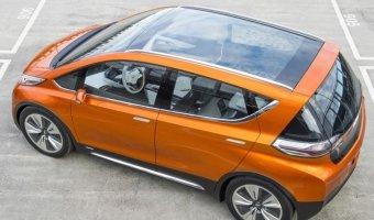 Электрический Chevrolet Bolt обгонит
