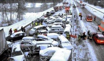 США: при столкновении 40 машин пострадали 11 человек