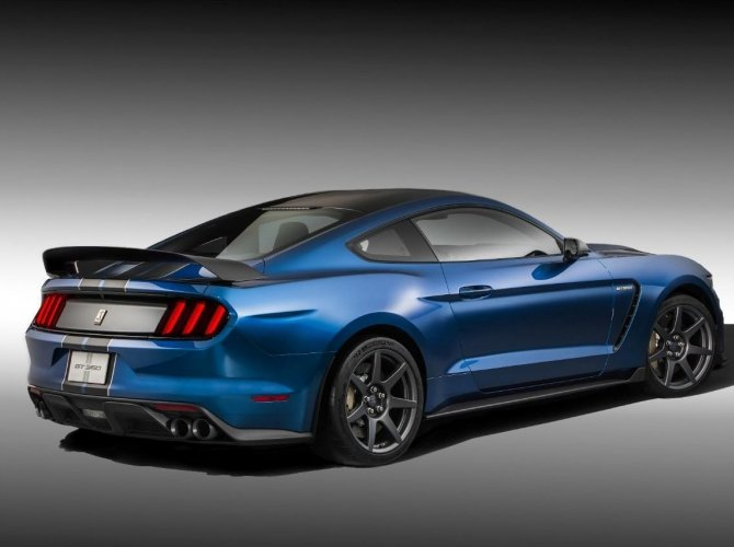Ford Shelby GT350 1.jpg