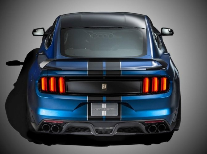 Ford Shelby GT350 2.jpg