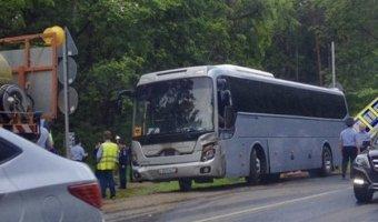 Водитель опрокинул бензовоз, чтобы не врезаться в автобус с детьми